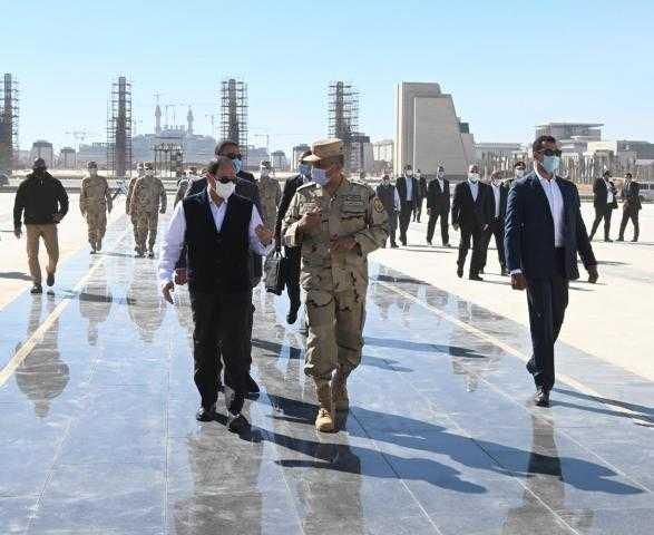 الرئيس السيسي يقوم بجولة تفقدية في العاصمة الإدارية الجديدة