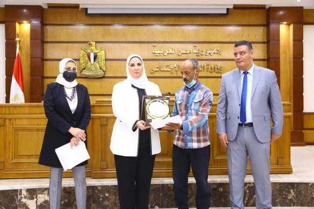 وزيرة التضامن تعلن بدء صرف مستحقات أسر الشهداء والمصابين في العمليات الإرهابية