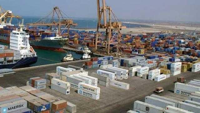 «موانئ البحر الأحمر» تشهد تداول 6,200 طن بضائع عامة و 437 شاحنة