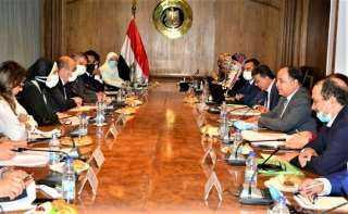 """وزيرة التجارة : الإتفاق على تشكيل مجموعة عمل لتنفيذ 26 اجراء بمبادرة الـ """"100 إجراء تحفيزى للصناعة"""""""