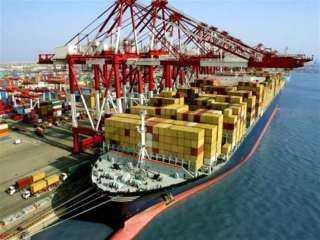 «موانئ بورسعيد» تستقبل 18 سفينة حاويات وبضائع عامة