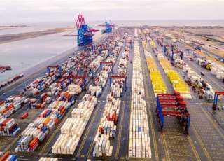 تداول 24 سفينة للحاويات والبضائع بموانئ بورسعيد